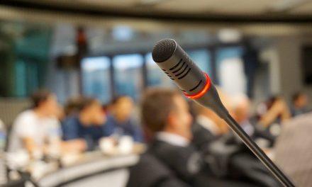 Transmisja na żywo z konferencji