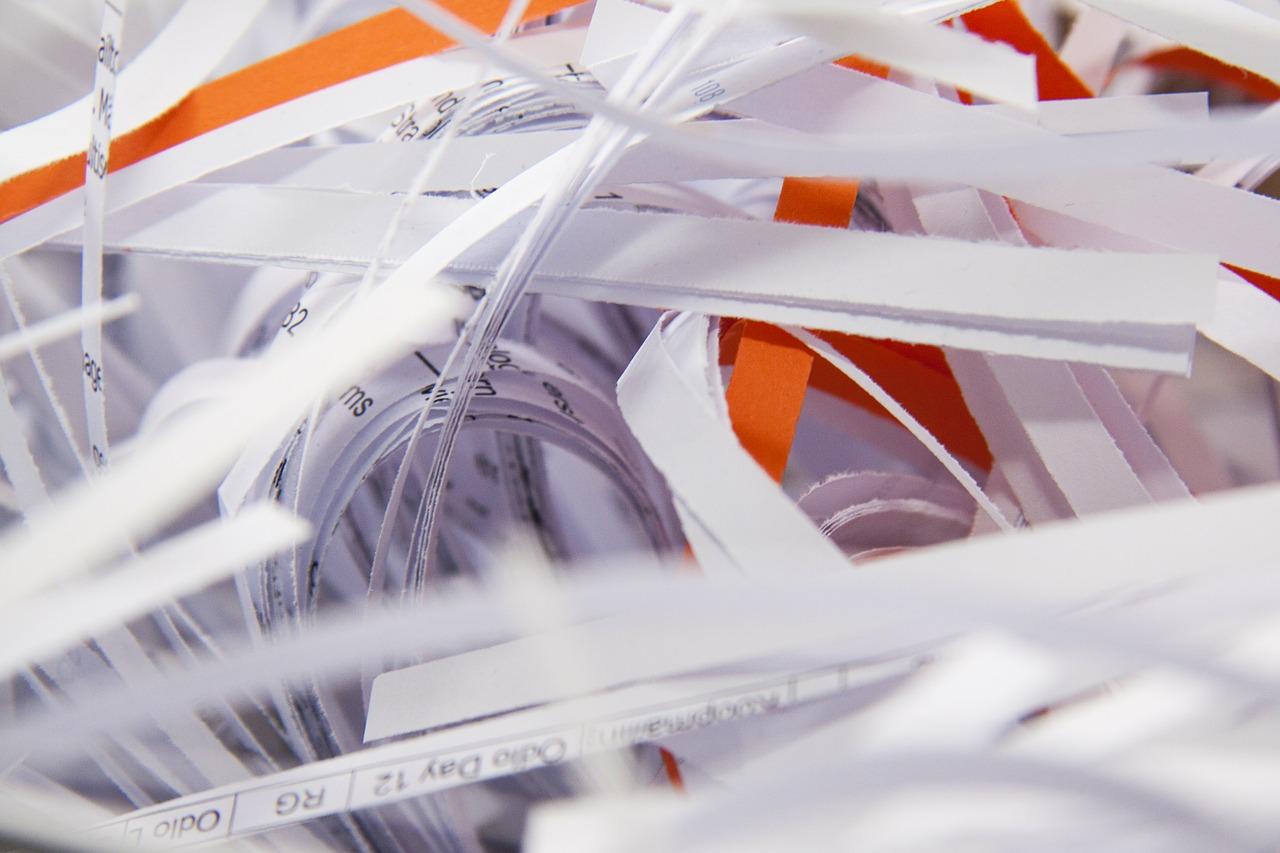 Jak bezpiecznie zniszczyć dokumenty