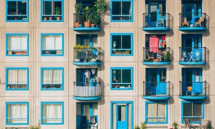 Jak chronić się przed sąsiadami na balkonie
